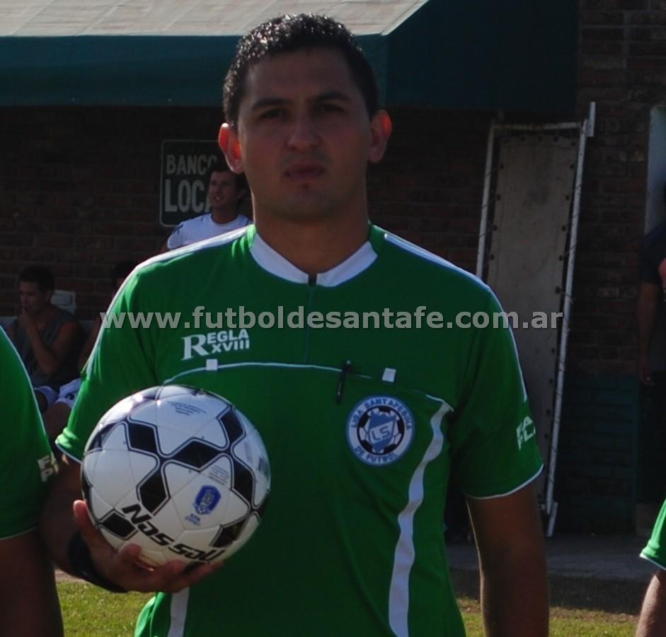Maximilano Moya, dirigirá el duelo 9 de Julio - Belgrano. Foto: archivo Fútbol De Santa Fe.
