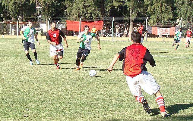 Juventud Unida Cañada Rosquín derrotó a Juventud Guadalupe y se metió en la fase final