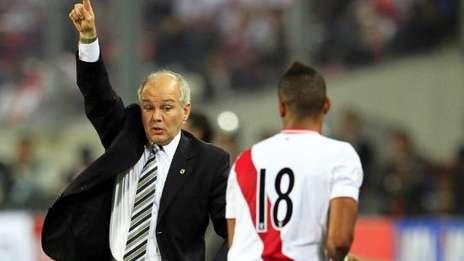 El ex director técnico de la selección Argentina, ahora es tentado por Perú