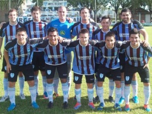 Ganó y clasificó. Argentino realizó el primer objetivo. Foto: FM Spacio.