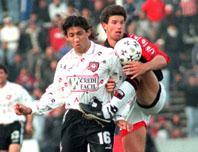 Foto: Gonzalo Favre en su etapa de jugador defendiendo los colores de Colón de Santa Fe / El Litoral de Santa Fe.