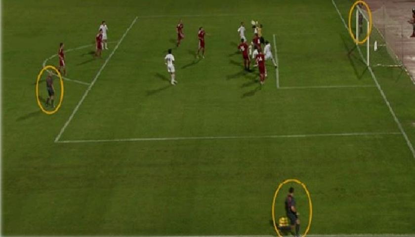 El asistente adicional tiene la intensión de mejorar la definición de jugadas dudosas por su visibilidad para el árbitro principal.