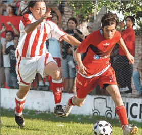 Jairo Sanabria, volvió a Newell´s y es uno de los goleadors del torneo. Hernán Cardozo, hoy es parte del Cuerpo técnico de Colón De San Justo. Foto recuerdo 2009 (Desempate)