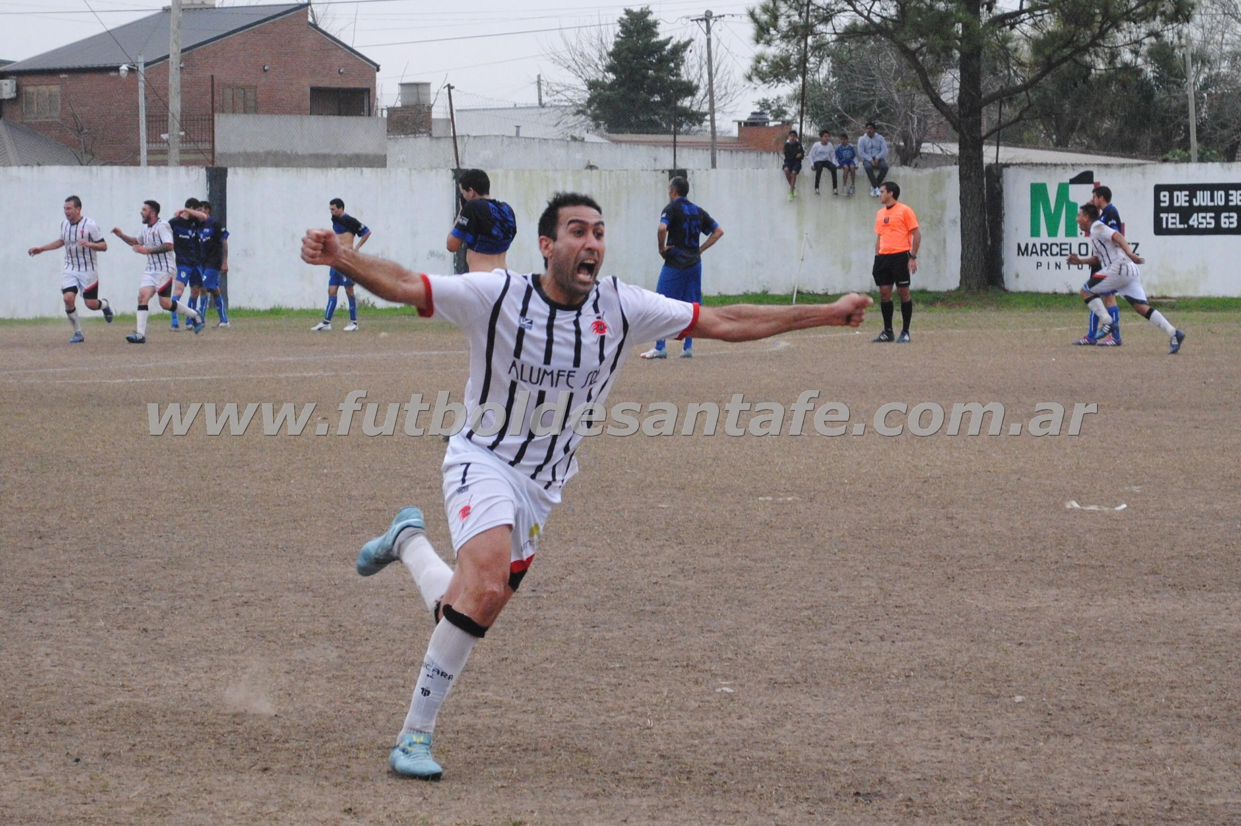 Leandro Tissera, festeja el gol en tiempo adicionado. Pucará derrotó a Agua y quedó en la cima del Apertura. Foto: Milagros Mercado
