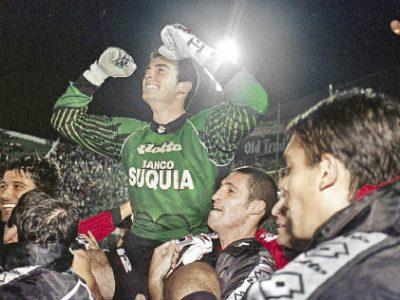 José Pablo Burtovoy, apareció en primera en la Copa Libertadores 1998 y fue clave, para el Sabalero. Foto de la web
