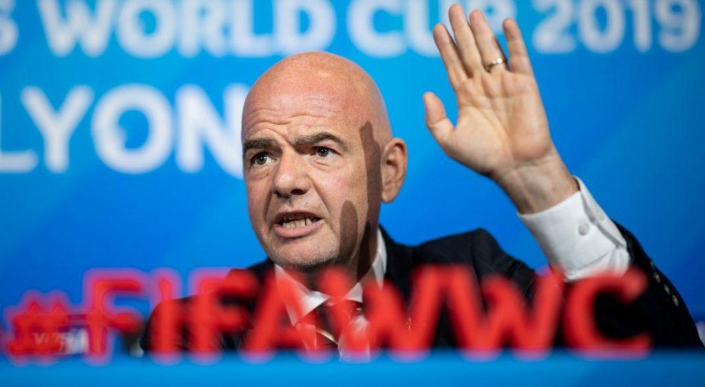 FIFA y una resolución con grises